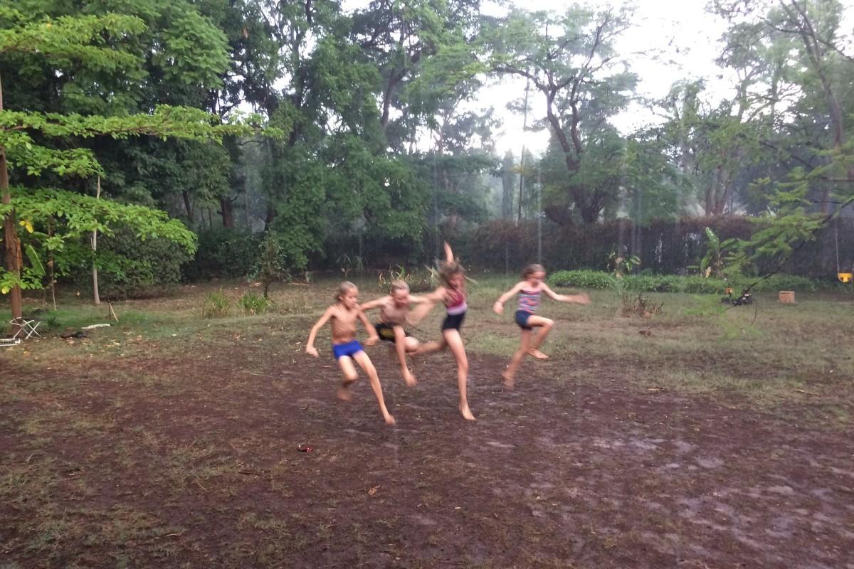 Hugo, Willem, Ida en Doris als eindeljk de regens komen