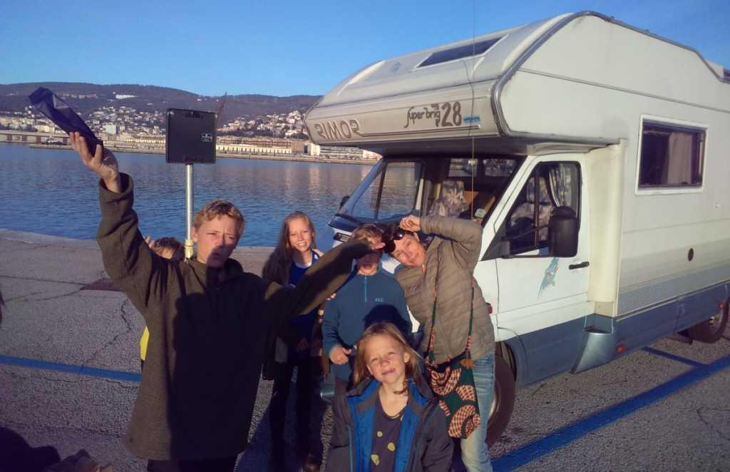 Bij de camper op de pier van Trieste